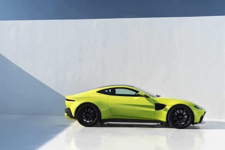 Aston Martin Vantage_Lime Essence_09